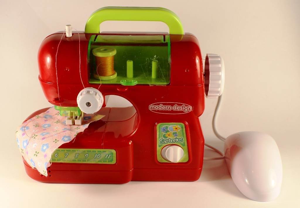 детская швейная машинка, которая шьет